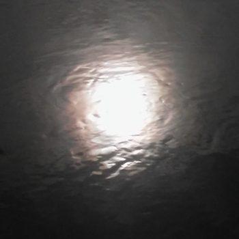 Saules atspulgs upē