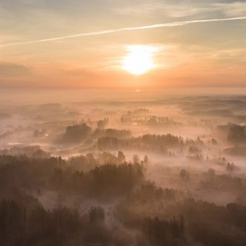 Saullēkts virs Latvijas